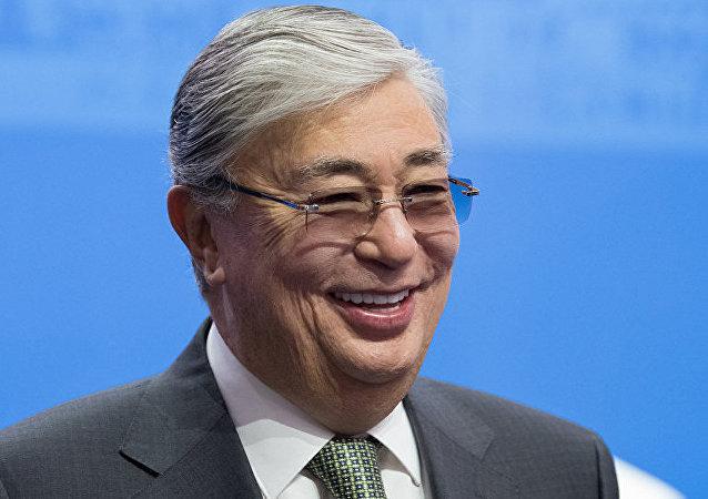 """哈萨克斯坦总统称哈方不怕与中国""""紧密拥抱"""""""
