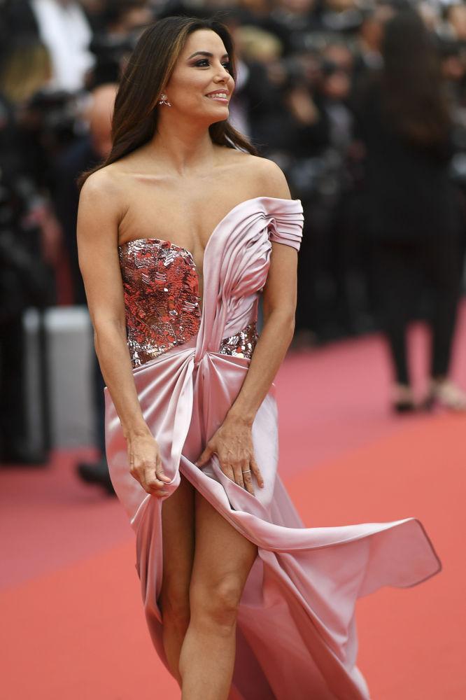 美国女演员伊娃·朗格里亚亮相第72届戛纳电影节红毯。