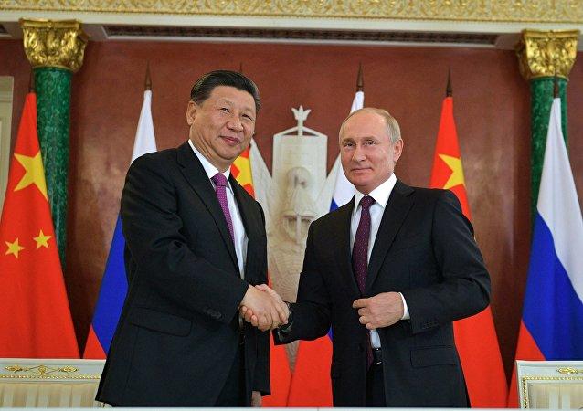 普京向中国国家主席习近平发送新年贺电