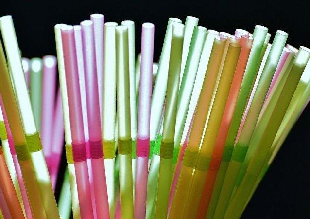 Пластиковые трубочки
