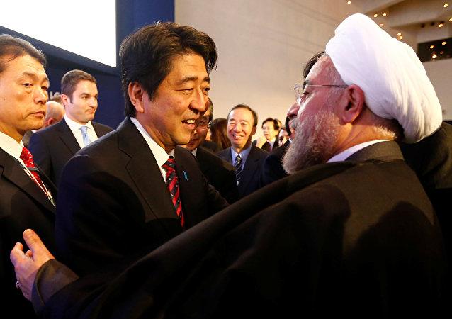 伊朗总统鲁哈尼与日本首相安倍晋三