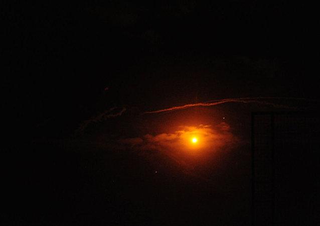 叙利亚防空部队击退以色列的攻击(资料图片)