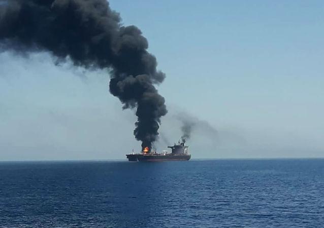 五角大楼公布疑似与阿曼湾油轮事件有关的新影像