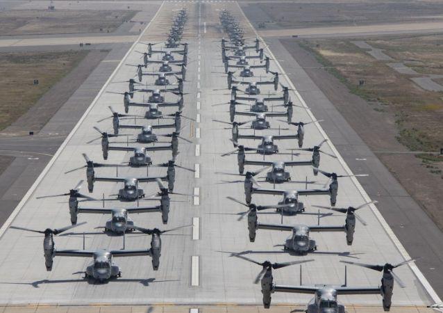 24 конвертоплана MV-22B Osprey и 16 тяжелых транспортных вертолетов CH-53E Super Stallion 6 июня совершили «Слоновью прогулку» на авиабазе Мирамир, Калифорния