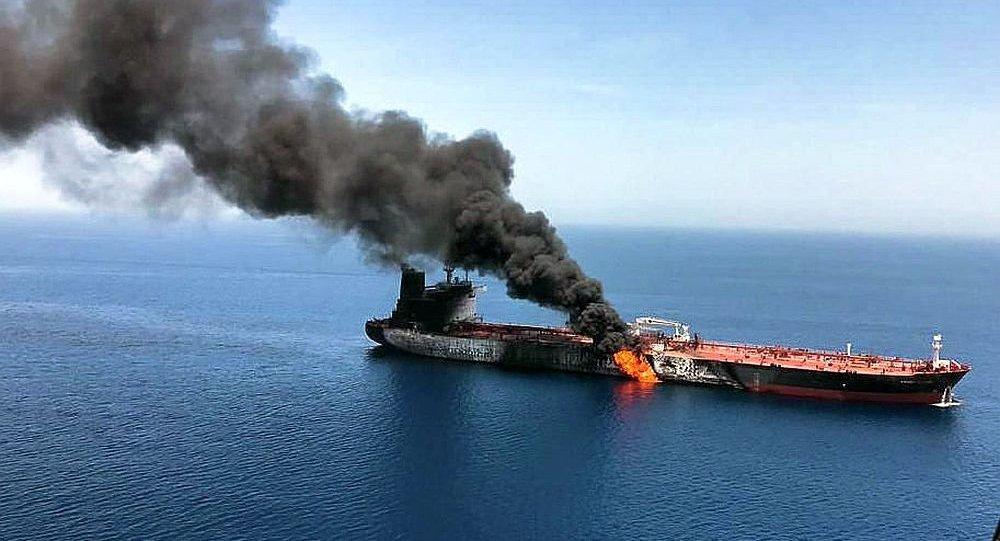 油轮在阿曼湾遭到攻击