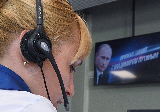 """克宫:普京""""直播连线""""受俄罗斯人的欢迎"""