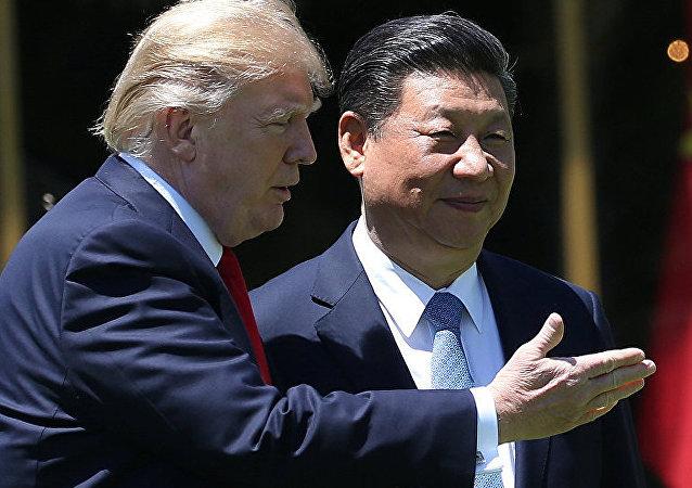 中国国家主席习近平(右)和美国总统特朗普