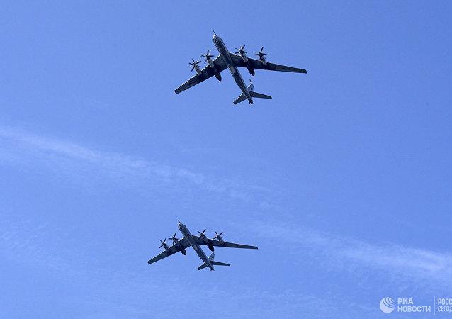 俄国防部表示,俄图-95MS轰炸机在日本海和东海上空飞行时被日韩战斗机伴飞