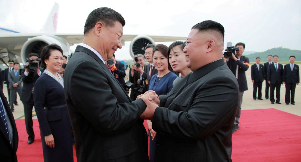 习近平和金正恩在平壤(资料图片)