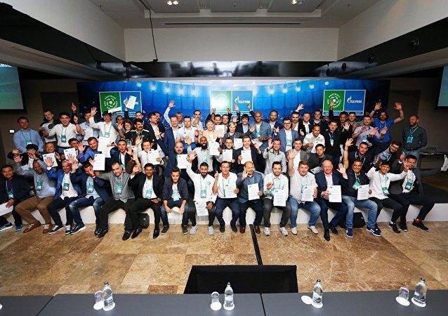 """""""足球-友谊""""项目开起了国际儿童足球教练学院"""