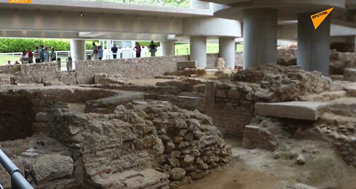 雅典卫城博物馆向公众开放古代街区遗迹