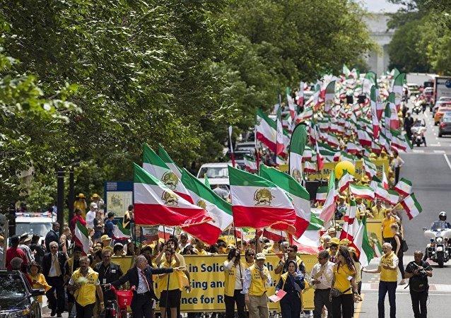 伊朗裔移民走上华盛顿街头要求更换德黑兰政权