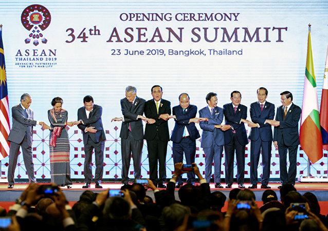美国的保护主义促使东盟同中国发展自由贸易