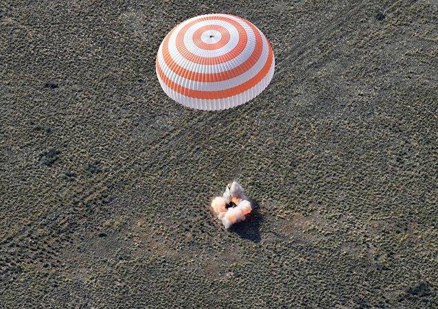"""""""联盟MS-11""""号载人飞船着陆"""