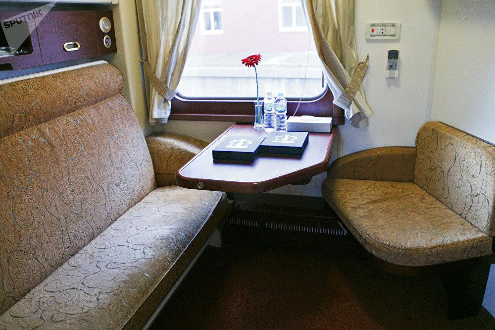 """从莫斯科出发前往北京的""""俄罗斯帝国号""""VIP列车上的舒适乘客包厢"""