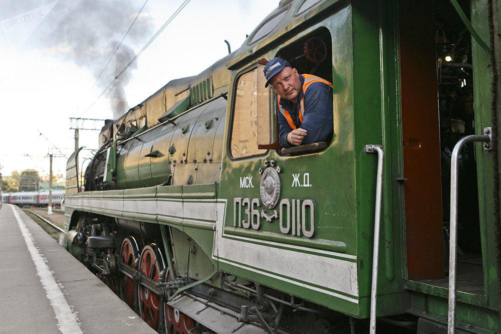 列车将途径俄罗斯、蒙古、中国三国,总行程8000公里