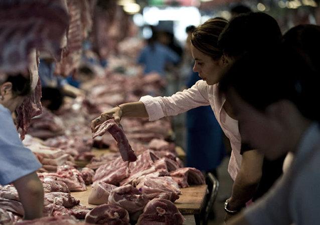 中国商务部证实在考虑增加购买美国猪肉和大豆