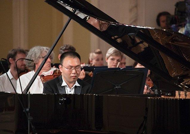 中国钢琴家安天旭将在符拉迪沃斯托克献艺
