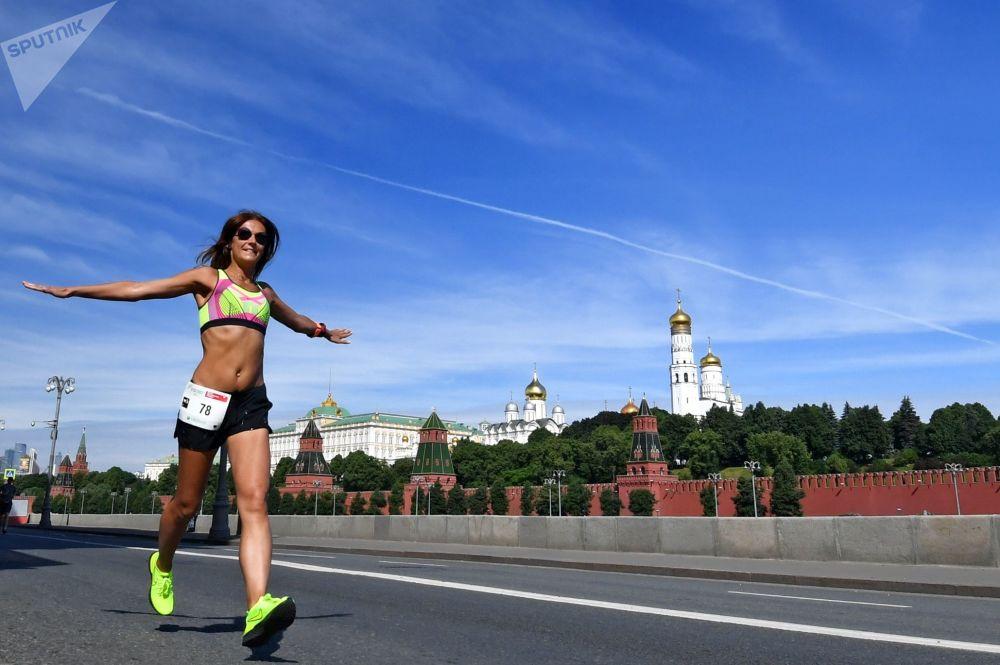 """参加莫斯科心脏基金会举办的""""绿色马拉松""""慈善赛的参赛者"""