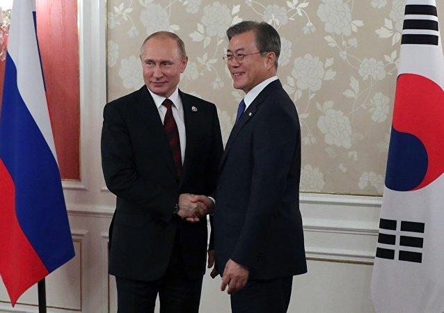 普京和文在寅在大阪会晤