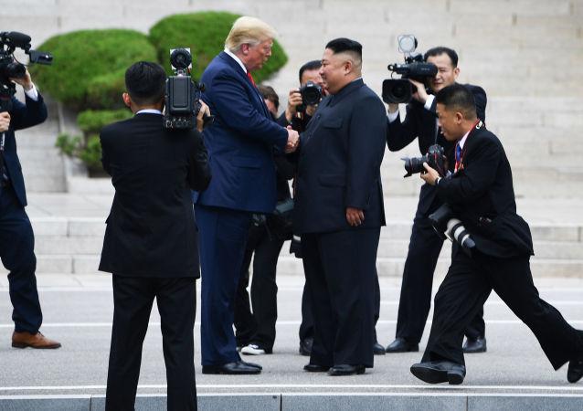 特朗普期待与金正恩举行新会晤