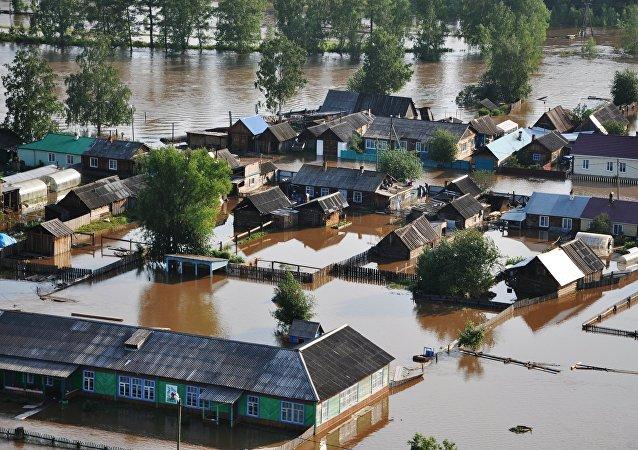 俄伊尔库茨克州1700多座房屋被洪水淹没
