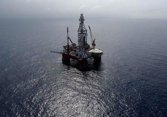 墨西哥湾的石油平台(资料图片)