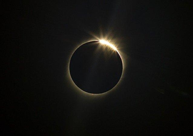 阿根廷人在海拔1万米高度遇见日全食