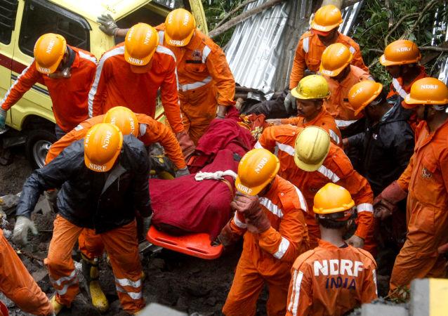 印度救援人员(资料图片)