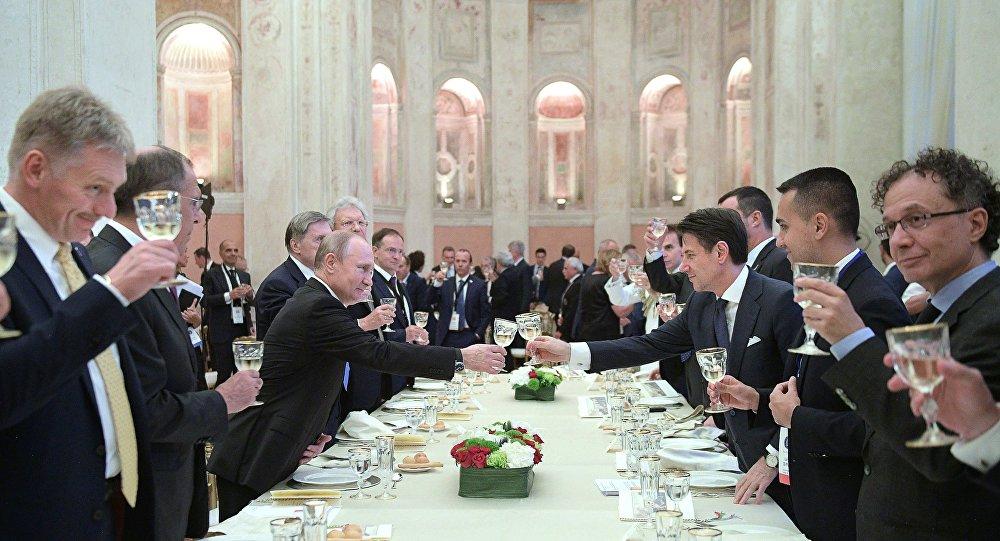 意大利总理请普京吃鱼和冰淇淋