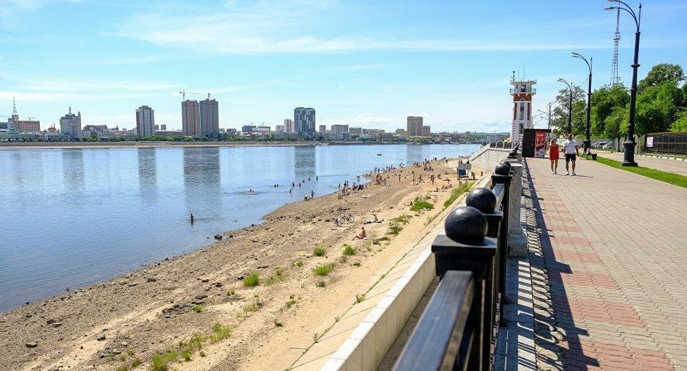 黑河市 -- 黑龙江 -- 布拉戈维申斯克市(右边)