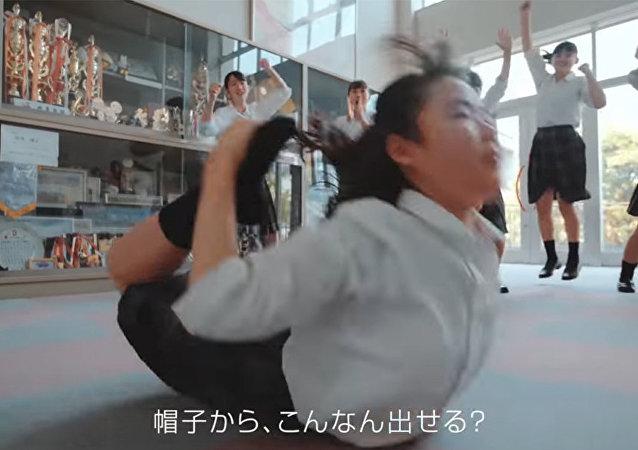 日本高中生燃情演绎《阿拉丁》插曲MV引爆网络