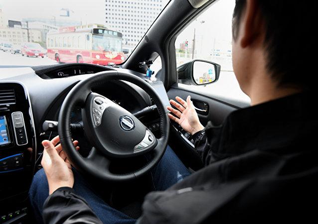 日本开车的男子
