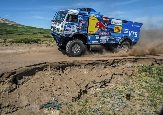 丝路拉力赛蒙古赛段:灰尘、沙子、草原和狂热
