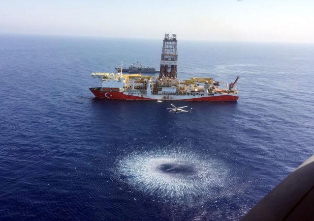 Турецкое буровое судно Fatih в восточное Средиземноморье недалеко от Кипра