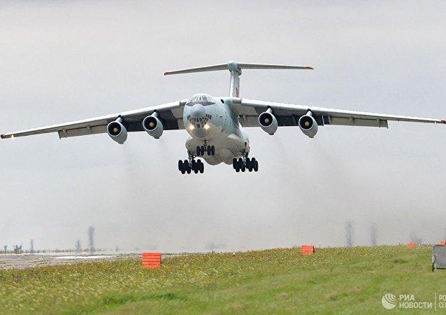 俄1架伊尔-76运输机在茹科夫斯基紧急着陆