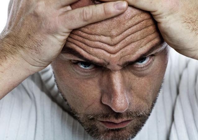 如何消除皱眉习惯