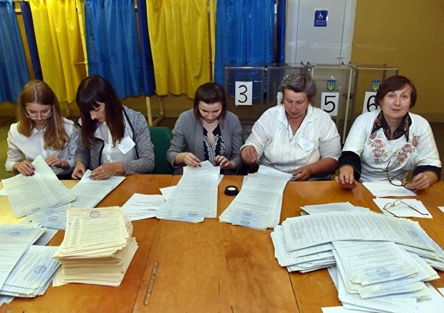 乌克兰议会提前选举统计选票
