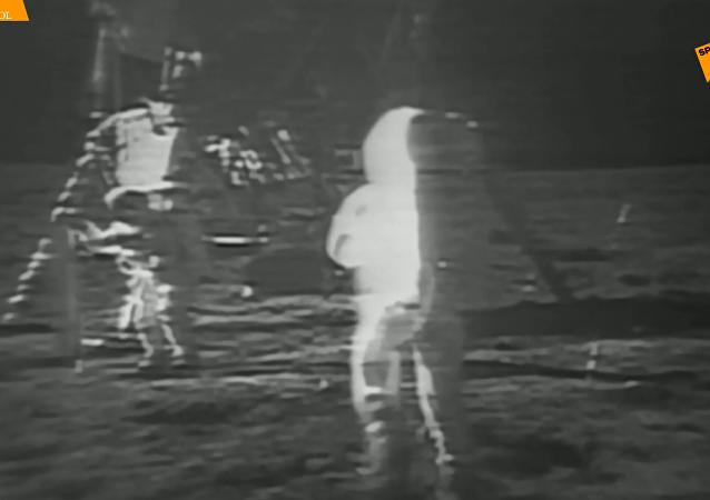 镜头回顾:50年前人类首次登月