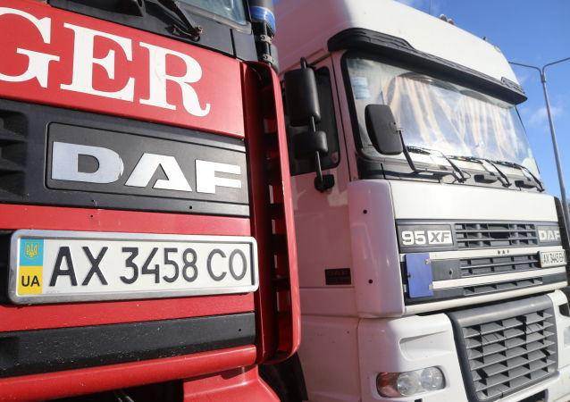 乌克兰司机阻挡国际公路以示抗议