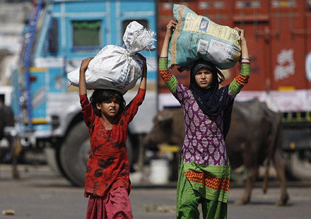 专家介绍在新冠肺炎疫情背景下亚洲童工剥削问题是否会加剧