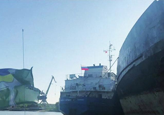 乌克兰国家安全局称扣押了一艘俄罗斯油轮,准备将其逮捕