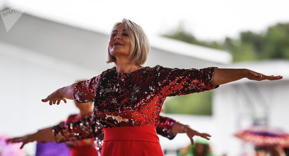 莫斯科启动舞蹈马拉松 退休老人将连跳十小时