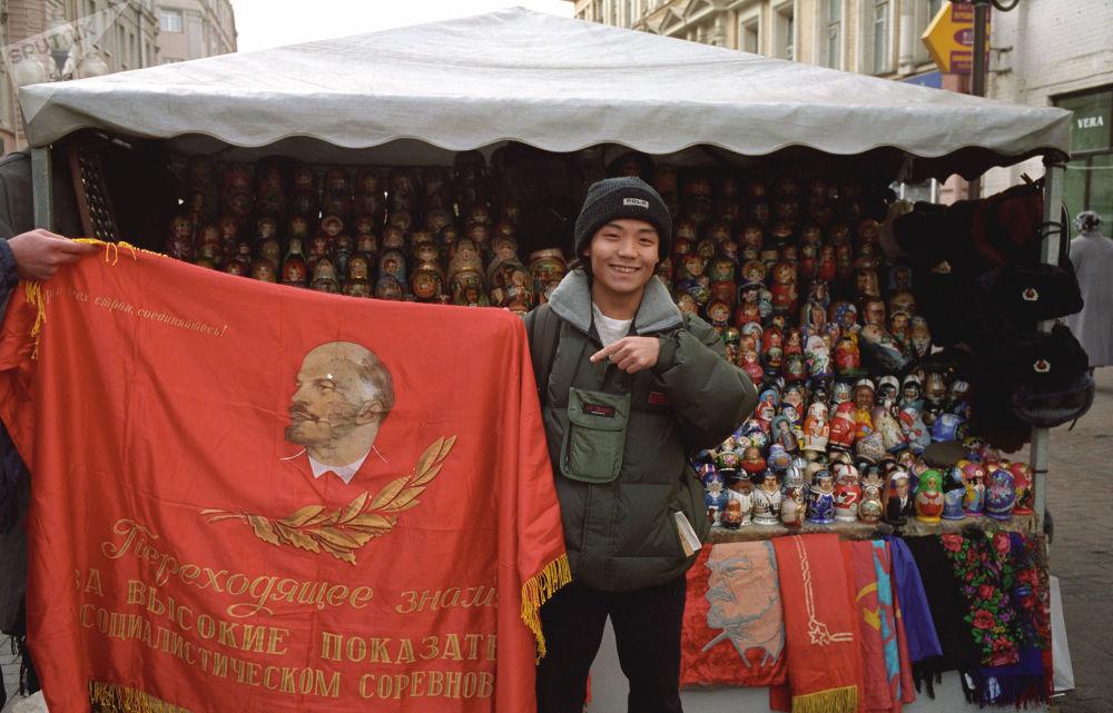 中国游客在阿尔巴特街上