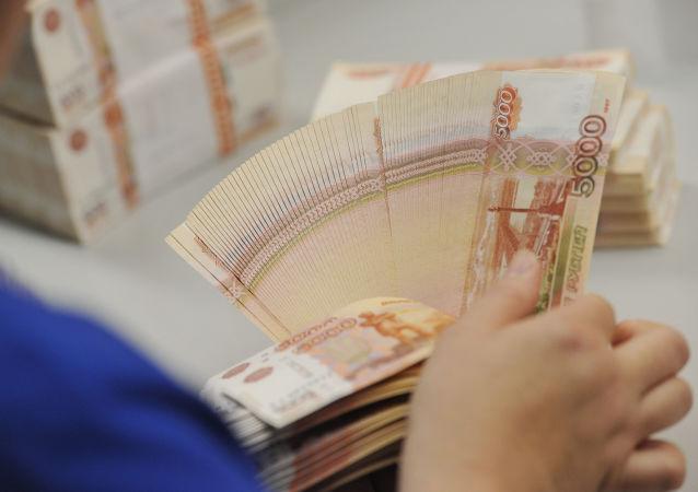 俄女子将现钞放在微波炉消毒毁掉6.5万卢布