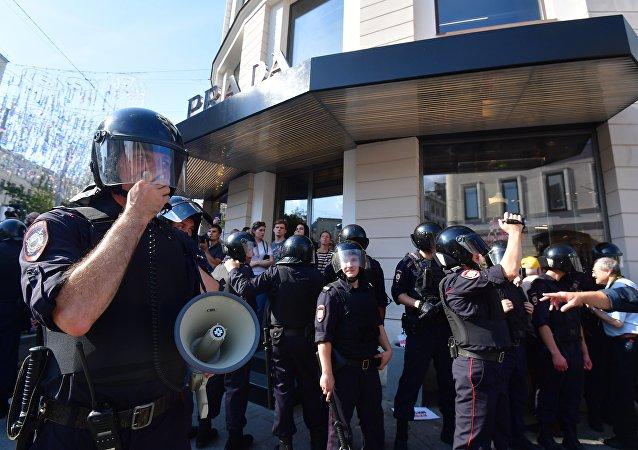 莫斯科警方抓捕1074名非法集会参与者