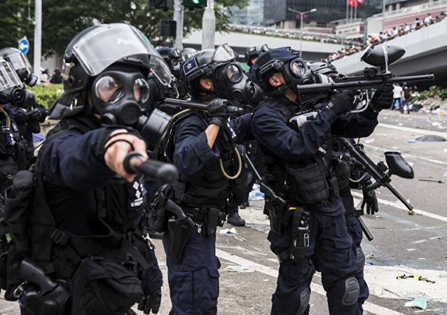 将警队和广大市民放在对立面对香港完全没有好处