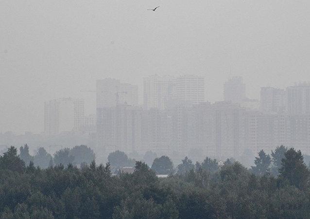 Смог в Новосибирске, вызванный действующими лесными пожарами на территории Красноярского края.