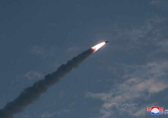 朝鲜发射短程导弹