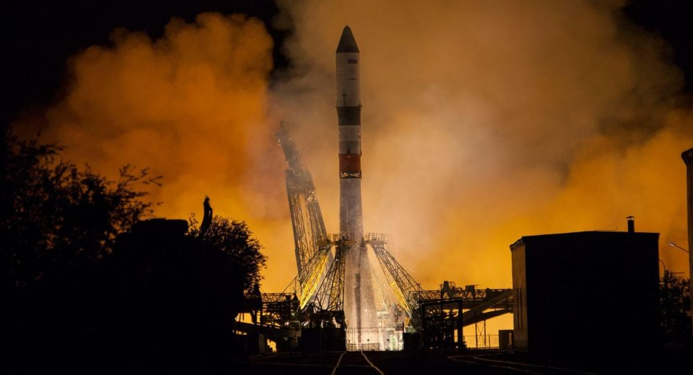 俄联盟号火箭携带进步MS-12货运飞船升空